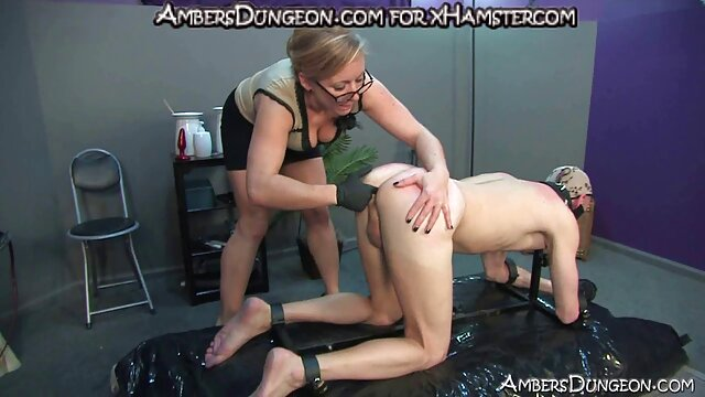 A young film porno anal français bitch pushes vibrators into her two juicy holes at once
